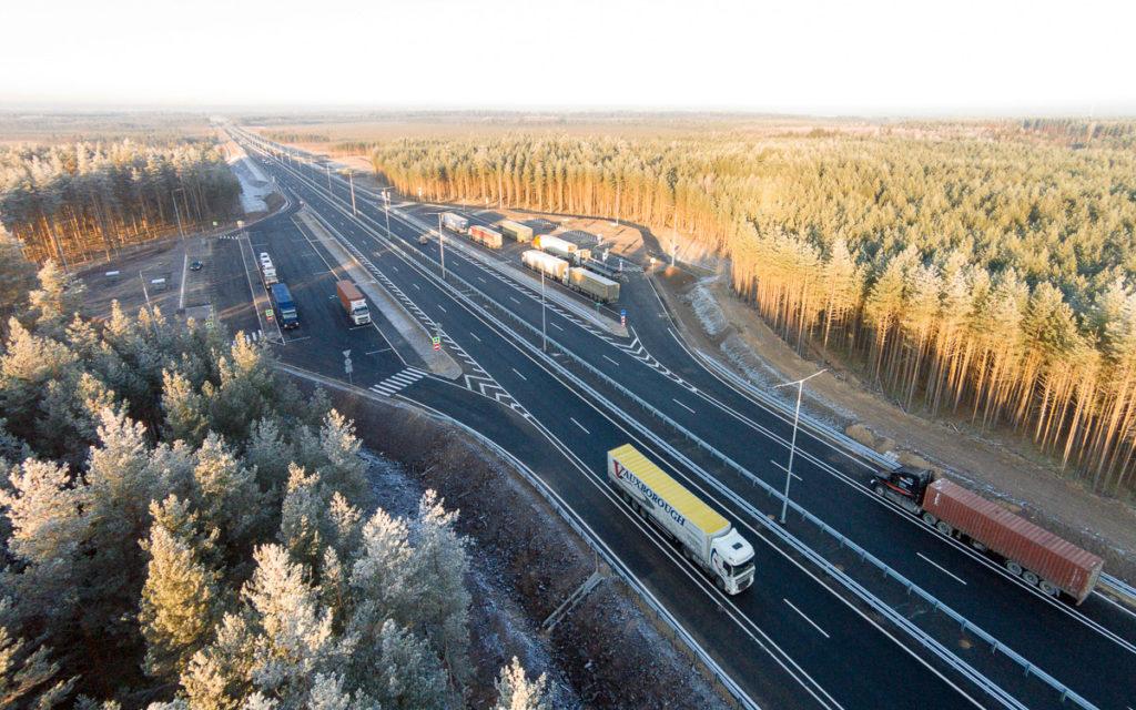 Федеральная трасса м-10 соединяющая Петербург и Москву