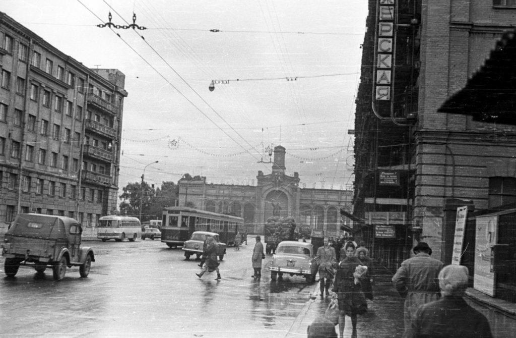 Во все времена в Санкт-Петербурге были проблемы с транспортной загруженностью города. Поэтому люди всегда пользовались эвакуацией автомобилей. Сейчас сервис эвакуатора стал еще доступней и быстрее. Звоните нам если хотите вызвать эвакуатор дешево 944-27-00