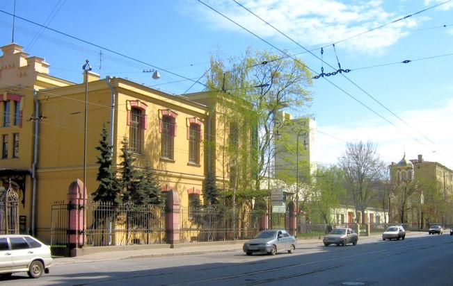 Эвакуатор на Лесном проспекте от 1000 рублей. Срочно вызвать самый дешевый эвакуатор 944-27-00