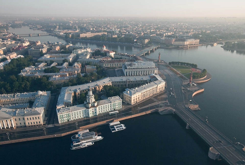 Эвакуаторы в нашей службу дежурят во всех районах города Санкт-Петербурга и области. Эвакуатор дешево от 1000 руб/час