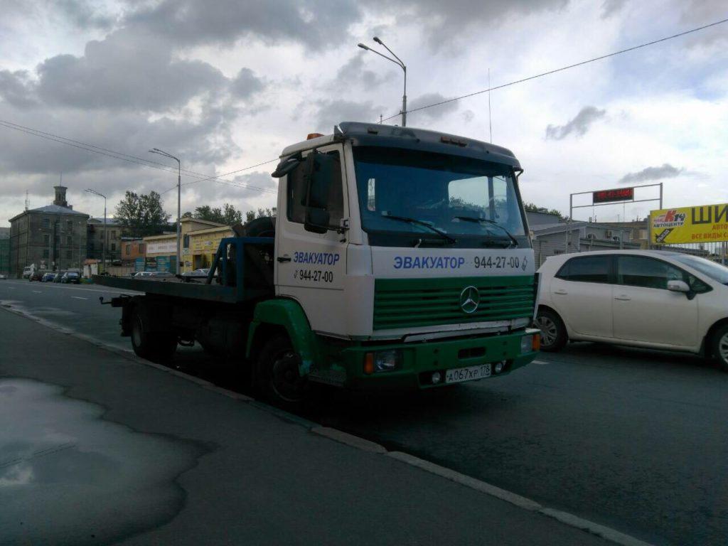 Эвакуатор в Выборге вызвать дешево и быстро от 1000 рублей 24/7