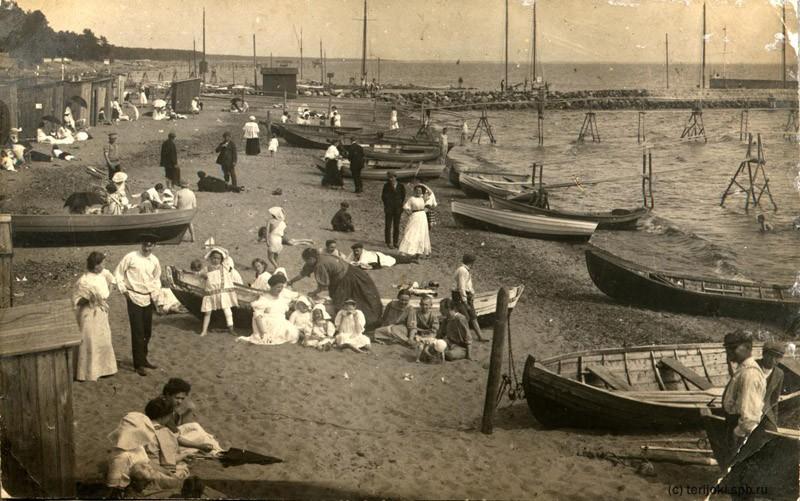 В 1915 году многие петербуржцы съежались в Териоки на отдых. Еще тогда Териоки (Зеленогорск) славился своим чистым воздухом и необычно красивой природой